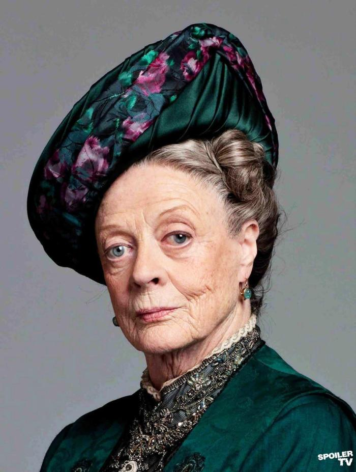 maggie-smith-as-dowager-countess-of-grantham-full-1947038734